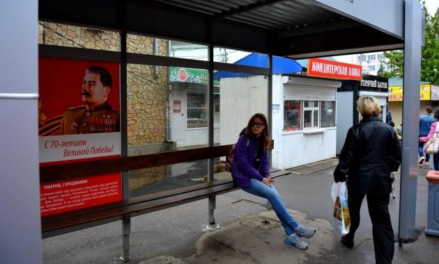 Автобусная остановка со Сталиным, фото Андрей Кошик