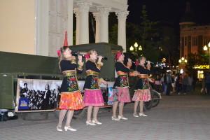 Песни военных лет в сквере Жукова у фонтана