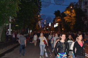 Улица Красная наводнена людьми