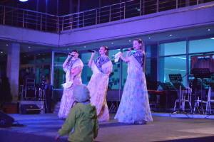 Песни у музыкального театра